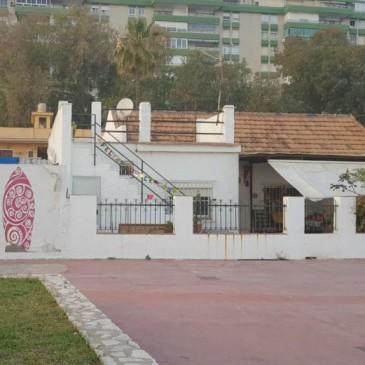 Paralizado el desahucio de una familia en las casas de El Palo
